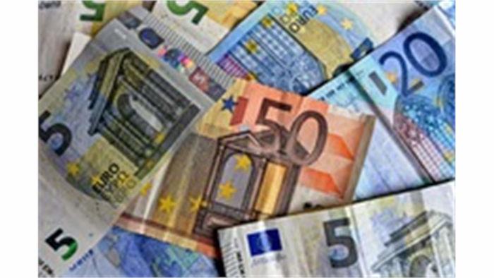 Obrázek 'Zoufalý pokus o záchranu.' Řekové možná budou muset utratit třetinu platu bezhotovostně